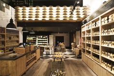 Винтажный интерьер магазина голландского сыра Old Amsterdam