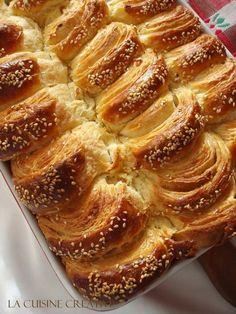 Lisnata pogača - M Bakery Recipes, Donut Recipes, Cooking Recipes, Croation Recipes, Kiflice Recipe, Easy Desserts, Dessert Recipes, Albanian Recipes, Torte Recipe