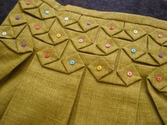 "Japanese smocking detail. Pinner says this is a pattern called ""Smocked with Buttons Bag"" designed by HM Textiles, but couldn't find it. Another pinner says it's similar to diamond smocking. Unfortunately, no directions."