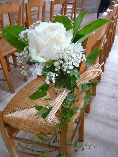 Lierre roe blanche gypsophile feuille de magnolia et raphia .Simple et beau
