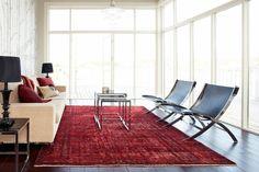 vintage teppiche wohnzimmer rot helles sofa dekokissen