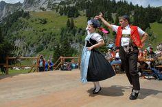 Um die Mitte des Alpsommers finden auf verschiedenen grösseren Gemeinalpen im Alpstein die «Alpstobede» statt. Die Feste werden teilweise unter freiem Himmel abgehalten. Dort, wo ein Berggasthaus in der Nähe ist, wird bei ungünstiger Witterung oder am Abend in der Gaststube musiziert und getanzt.