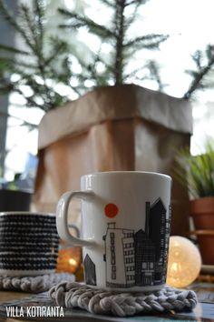 DIY: Helppo mukinalunen neulottuna trikookuteesta / Easy coaster for coffee mug from soft jersey.