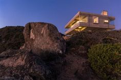 Mirador House Perched Above A Steep Cliff in Tunquén, Chile - http://www.interiorredesignseminar.com/interior-design-inspirations/mirador-house-perched-above-a-steep-cliff-in-tunquen-chile/