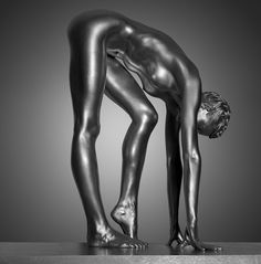 A thousand ways that make you statuesque - rastatue: Silver living statue by Guido...