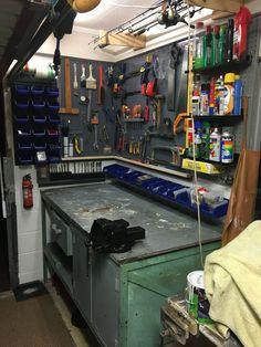 39 DIY Corner Shelves Ideas for Garage Storage