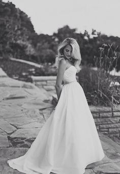 Bridal dresses with sleeves maternity wedding dresses,wedding gown bride plus size bridesmaid dresses,vintage tea wedding dresses winter wedding suits. Bridal Poses, Bridal Portraits, Perfect Wedding, Dream Wedding, 1920s Wedding, Wedding Bride, My Sun And Stars, Bridal Photography, Photography Poses