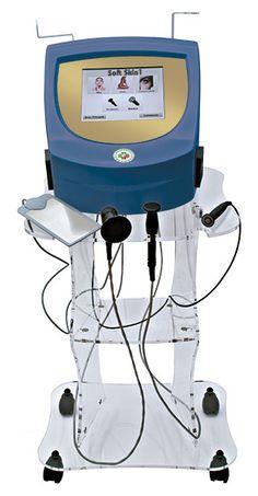 SOFT SKIN 1 sfrutta l'energia termica del sistema a trasferimento energetico generato dalla radiofrequenza, che, provocando un riscaldamento profondo dei tessuti (derma), contrae e riallinea le fibre di collagene con immediata azione tensoria, stimolando i fibroblasti a produrre nuovo collagene, elastina e acido ialuronico. Il trattamento rimodella e tonifica i tessuti, andando a migliorare il rilassamento cutaneo del viso ed agendo sugli inestetismi della cellulite.