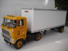 Ford CL9000 mit 27Ft. Trailer - US-Trucks - Das Wettringer Modellbauforum