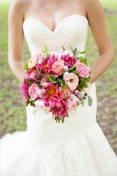 pink bouquet | sewing wedding ideas | outdoor wedding | bright pink wedding | #weddingchicks