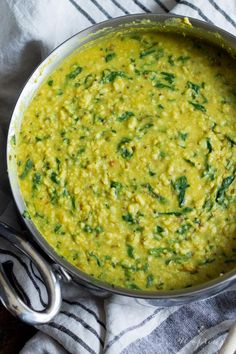 Indian Recipes Nourishing and filling dal palak - lentils with spinach. Packed with flavor, perfect for the cooler months! Lentil Recipes, Vegetarian Recipes, Cooking Recipes, Healthy Recipes, Urad Dal Recipes, Indian Food Recipes, Asian Recipes, Ma Baker, Food Porn