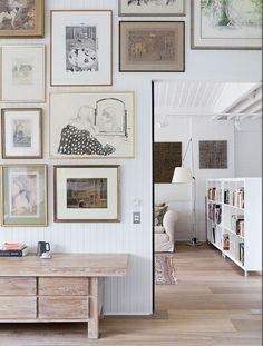 Friday Netral, love the composition of art on the wall. Black, white, beige and ivory.