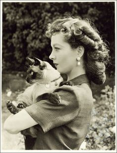 I adore her hair here.  Vivian Leigh