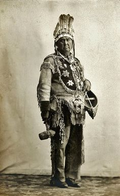 Native American Indian Pictures: Iroquois Indian's Clothing Gallery of Canada and New York Native American Clothing, Native American Photos, Native American Tribes, Native American History, Mohawk People, Mohawk Indians, Indian Pictures, Aboriginal People, Iroquois