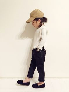 yuuunaさんのコーディネート Cute Little Girls Outfits, Toddler Outfits, Kids Outfits, Baby Girl Fashion, Kids Fashion, Neutral Outfit, Fashion Pants, Kids Wear, Cute Kids
