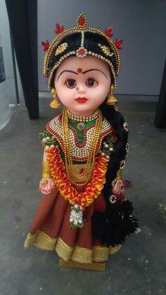 Indian dressed DOll..... Quilling Dolls, South Indian Bride Hairstyle, Homemade Dolls, Wedding Doll, Indian Dolls, Cute Baby Dolls, Pretty Dolls, Beautiful Dolls, Rangoli Designs