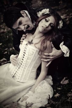 Pretty vampire costumes and great photo.Chris can be the vampire I'll be the damsel . Male Vampire, Vampire Kiss, Gothic Vampire, Vampire Bites Girl, Punk Rock, Vampire Pictures, Vampire Costumes, Steampunk, Vampires And Werewolves