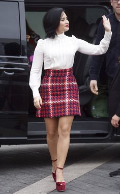"""Demi Lovato from The Big Picture: Today's Hot Pics After attending the BBC Radio 1 Teen Awards, the """"Confident"""" singer is spotted walking the streets of London. Hottest Pic, Hottest Photos, T Shirt Swag, Demi Lovato Style, Demi Lovato Pictures, Looks Vintage, Celebs, Celebrities, Skirt Fashion"""