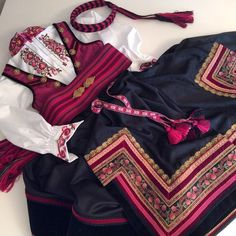 Instagram media by beltestakken - Mørk rosa beltestakk✨ #beltestakk #bunad Folk Costume, Costumes, Going Out Of Business, Hygge, Traditional Outfits, Norway, Scandinavian, Barn, Womens Fashion