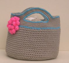 continuous crochet bag; no need to piece together part 1 of 2 link to part 2 might work well for plarn!