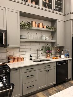 perfect cottage kitchen design and decor ideas 2 Kitchen Cabinets Decor, Painting Kitchen Cabinets, Kitchen Redo, Kitchen Furniture, Kitchen Interior, New Kitchen, Kitchen Remodel, Kitchen Sinks, Soapstone Kitchen