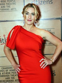 Kate Winslet hosts a fundraising dinner for Cardboard Citizens raising money for their new season of theatre working with homeless people at The Brewery on May 2015 in London, England. Get premium, high resolution news photos at Getty Images Kate Winslet, British Actresses, English Actresses, Hollywood Celebrities, Hollywood Actresses, Beautiful Celebrities, Beautiful People, Gq, Suranne Jones