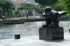 Bird. Fernando Botero. 1990. Outside UOB Plaza. 245 x 310 x 150 cm.