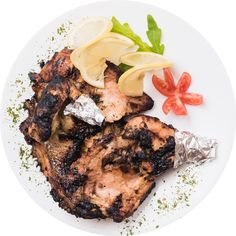 It is not surprising to see so many people cook chicken in different ways, trying to obtain the best possible taste. We invite you to discover a special dish: half a chicken with garlic, lemon, butter and spices in the oven. Quite delicious. How To Cook Chicken, Carne, Steak, Garlic, Oven, Spices, Yummy Food, Lemon Butter, Restaurant