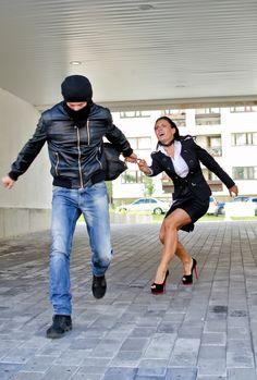 A szexuális indíttatású erőszakos bűncselekmények erőteljesen irritálják a lakosságot. Mindannyian féltjük lányainkat, feleségeinket az efféle szörnyű támadástól. A gyengébb nem jelentős része még mindig szinte teljesen elővigyázatlan és többnyire tájékozatlan is...