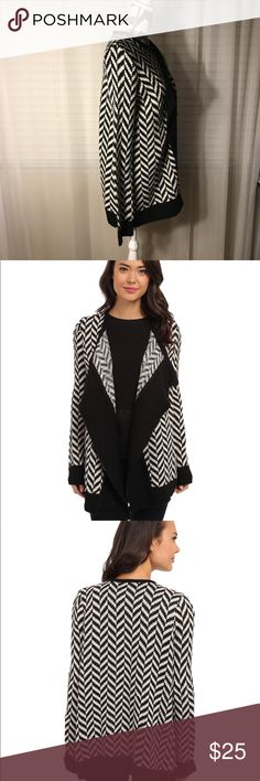 JACK by BB Dakota Turi Cardigan in Black & White JACK by BB Dakota Turi Cardigan in Black & White, herringbone/chevron pattern. This cardigan is perfect for that chunky sweater fall/winter weather. Pairs well with layers, skinny jeans, leggings, boots. Non Smoking - oversized! Jack by BB Dakota Sweaters Cardigans