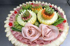 Todos procuram oferecer o melhor aos seus convidados. A escolha do cardápio é cuidadosa, da seleção dos pratos até a harmonização com as be...