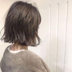 ボブヘアカタログ  -素敵なヘアスタイルをRepostでご紹介させて頂いてます写真はご本人様に掲載許諾をとっております-  @yumitasu1105 さんありがとうございました     2018.2月OPEN LALAは厳選した美容師だけを掲載するヘアカタログメディアです  技術センスサービスにこだわるプロフェッショナルが毎日のサロンワークでお客様に提案するリアルなヘアスタイルを掲載しています  あなたの魅力を引き出す運命の美容師をみつけてください  WEBサイトはプロフィールのリンクからご覧ください    掲載をお考えのサロン様スタイリスト様へLALAサイト内一番下にある掲載をお考えの方へからお問い合わせください  インスタ内でヘアスタイルの紹介をご希望される方へ @lala__hair#lala__hair をフォロー&タグ付けください厳選して紹介させて頂きます     #short #bob #ボブ#ミディアムボブ #ミディアム #ミディアムヘア #ロブ #ショートボブ#ショートヘア #切りっぱなしボブ #アッシュ #アッシュベージュ #ヘアカタログ#ヘアスタイル… Spring Hairstyles, Cute Hairstyles, Love Hair, My Hair, Hair Inspo, Hair Inspiration, One Length Bobs, New Haircuts, Hair Designs