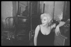 """1960 / Sur le tournage du film """"Let's make love""""..."""
