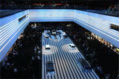 Avtomobilski sejem je mednarodna razstava, na kateri sodelujejo vse najpomembnejše avtomobilske znamke. Stage Set Design, Event Design, Futuristic Party, Concert Stage Design, Exhibition Stall Design, Interactive Exhibition, Design Social, City Aesthetic, Conceptual Design