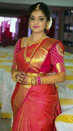 Indian wedding looks Bridal Sarees South Indian, Wedding Silk Saree, Indian Bridal Fashion, South Indian Bride, Wedding Saree Blouse Designs, Wedding Saree Collection, Indian Bridal Hairstyles, Indian Beauty Saree, Beautiful Saree