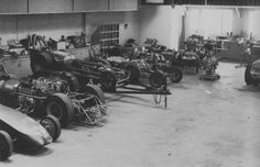 Mickey Thompsons first real shop in Long Beach, not far from Lions Drag Strip which opened in Mickey was the strips first manager. Racing Team, Drag Racing, Auto Racing, Vintage Racing, Vintage Cars, Vintage Photos, Cool Garages, Cool Old Cars, Old Garage
