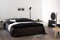 Chambre en noir et blanc - illustration graphique  #black+white #bedroom  Interior Design | Fantastic Frank Immobilienmakler.