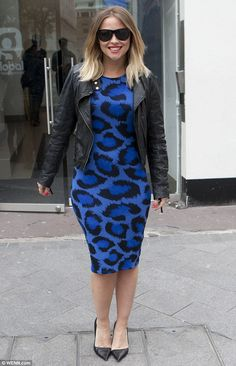 747da88a9c5 Kimberley Walsh suffers a rare style blunder as she inadvertently flashes  her hair extensions