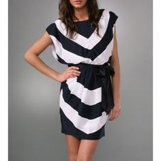 Alice And Olivia Navy And Cream Chevron Dress Xs