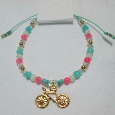 Pulsera Bici Materiales: Accesorios en oro goldfield, hilo, perlas de vidrio, murano, mostacillas checas Valor: $7.500                                                                                                                                                      Más