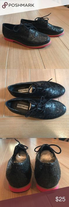 Steve Madden Black Sparkly Loafers Sz 8 Steve Madden Sparkly Black Loafers with ties Sz 8. Lightly worn. Mark on left shoe as shown - not noticeable. Bottom sole is coral red. Bundle and save. Steve Madden Shoes Flats & Loafers
