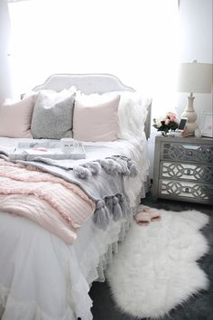13 luxury grey carpet bedroom ideas for a comfort look that easy to do and with only one simple step for a best final view. Dream Rooms, Dream Bedroom, Home Bedroom, Bedroom Decor, Bedroom Ideas, Bedroom Inspo, Master Bedroom, Grey Carpet Bedroom, Living Room Carpet