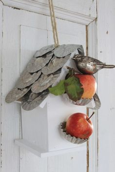 Sjarmerende jul: Fuglemat  Great Christmas Birdhouse.. use flip top cat food can tops, pound the heck out of them, layer and rust for the roof