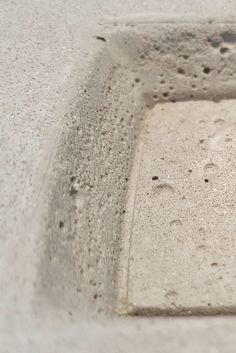 Dekoratives für den #Schreibtisch: #Aschenbecher aus #Beton. Ideal auch als #Geschenk!  Gesehen bei: https://www.dinge-aus-beton.de/products/aschenbecher-eckig/  #accesoires #beton #concrete #raucher #design #unikat #handmade #lifestyle #innendesign #deko #moderneswohnen #deco #gift