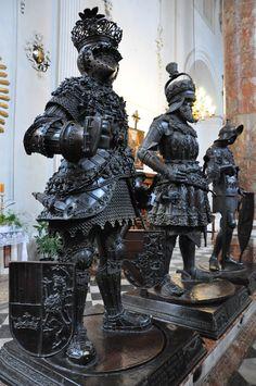 Impressive Bronze Statues at Hofkirche Innsbruck Austria Medieval Armor, Medieval Fantasy, Greatest Warriors In History, Larp, Armor Clothing, Horse Costumes, Fantasy Inspiration, Character Inspiration, Renaissance Artists