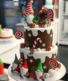 christmas elf cake – cake art – All About Christmas Christmas Birthday Cake, Christmas Sweets, Noel Christmas, Christmas Baking, Simple Christmas, 15th Birthday, Fondant Christmas Cake, Christmas Ideas, Holiday Baking