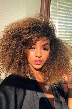 📸 magdelinembaye Afro Hairstyles, Summer Hairstyles, Black Hair Tips, Baddie Tips, Curl Pattern, Good Hair Day, Twist Outs, Blow Dry, Hair Health