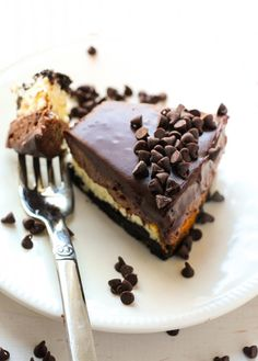 The most amazing cheesecake you will ever taste layered with a luscious chocolate mousse, dreamy chocolate ganache, and a thick oreo crust. This cheesecake is something every chocolate lover must make at least once in their life. I made this cheesecake last weekend and have been obsessing about it since. After 1 1/2 slices within about 10 …