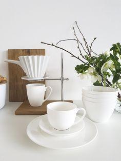 Vorsatz für 2018: keine Kaffeekapseln mehr verwenden, sondern lieber Fairtrade Kaffeepulver oder -Bohnen. Mit der KPM Kaffeestation, dem KPM Porzellanfilter und dem WEITZ Bone China Geschirr wird der Kaffee zum Design- und Genussobjekt.