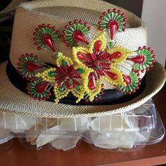 Sombrero con tembleques ...pide el tuyo YA!!!!.....😍 Pedidos al: 67132350 #tembleques #cristales #panama #panamacity #culturapanama #Perlas #Vidrio #Tornasol #Swarovsky